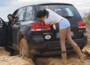 Что делать если машина застряла в снегу, песке или грязи